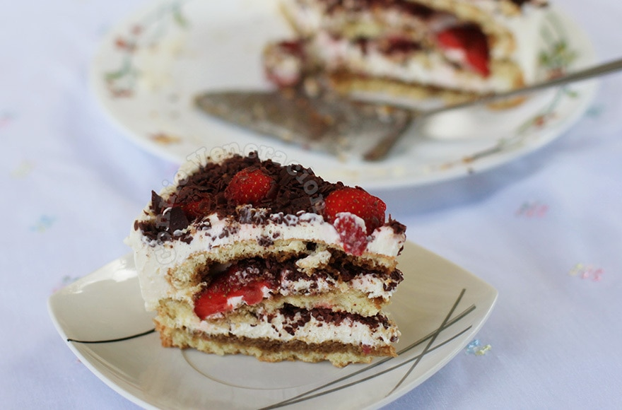 Strawberry and cheese cake a la tiramisu | casaveneracion.com