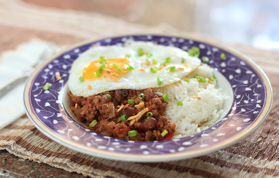 Chili and Egg Breakfast | casaveneracion.com