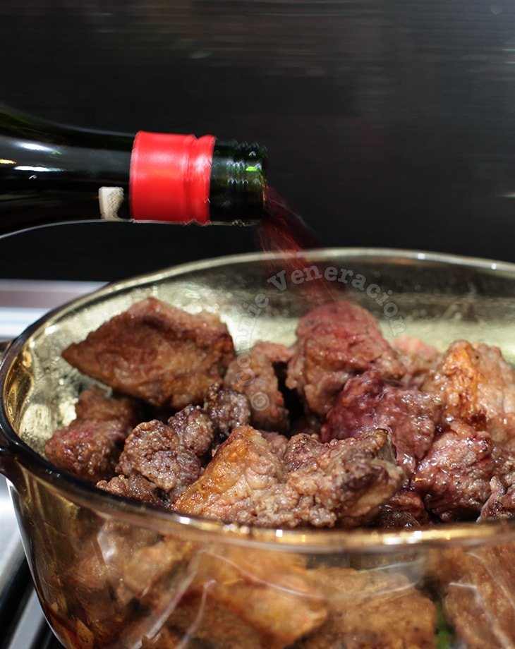 Cooking with wine: does the alcohol evaporate? Do the calories disappear? | casaveneracion.com