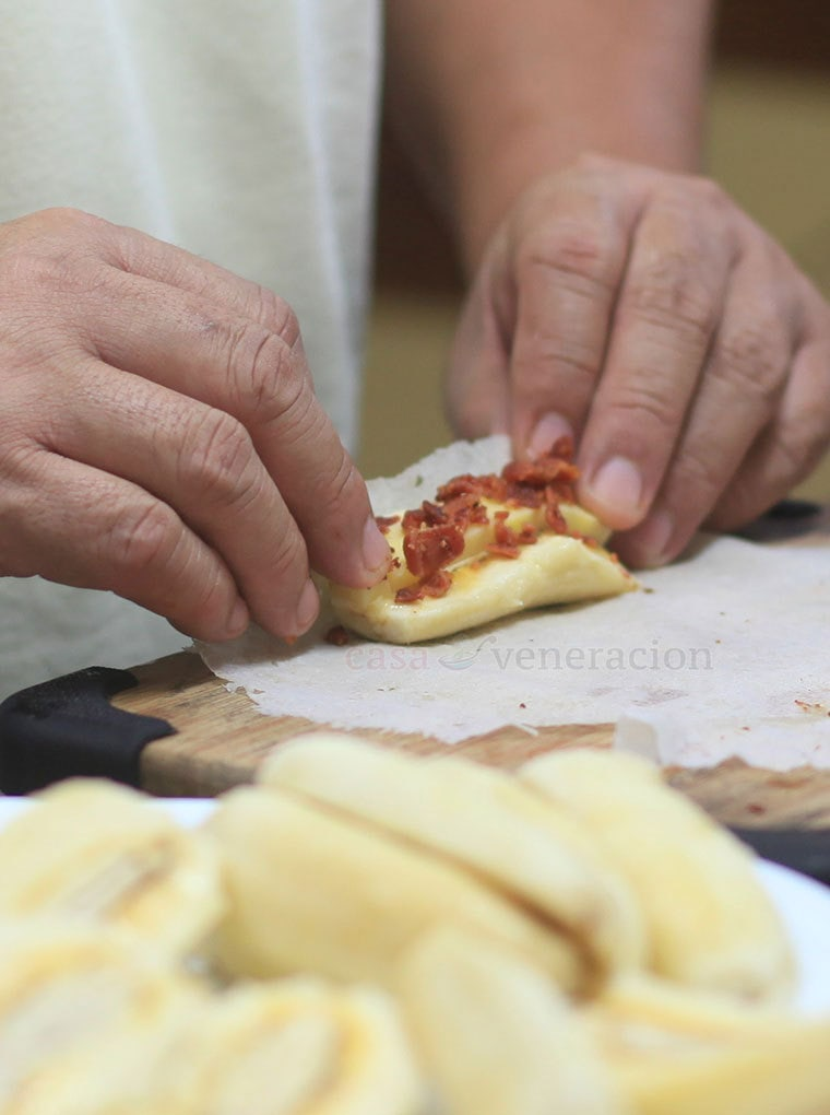 How to cook Turon with bacon and cheese