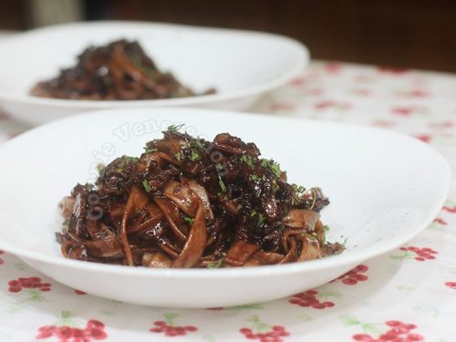 Fettuccine with chocolate and bacon
