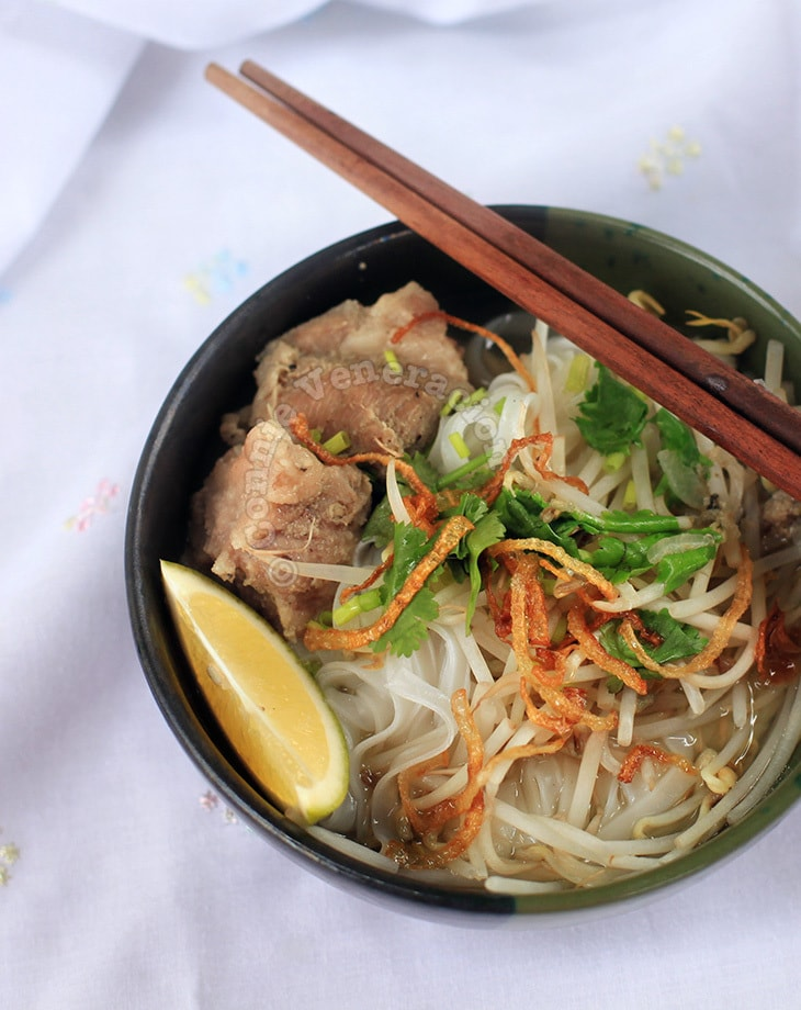 Pork ribs and rice noodle soup