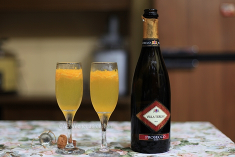 casaveneracion.com A Prosecco cocktail with muddled mandarin oranges