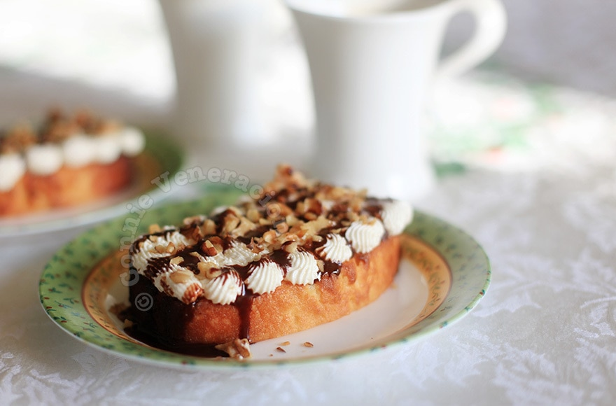 Toasted butter cake with walnuts and cream cheese frosting | casaveneracion.com