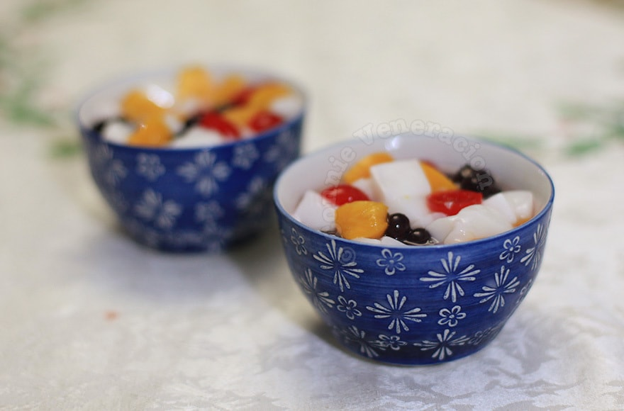 Almond jelly with peaches, cherries and blueberries | casaveneracion.com