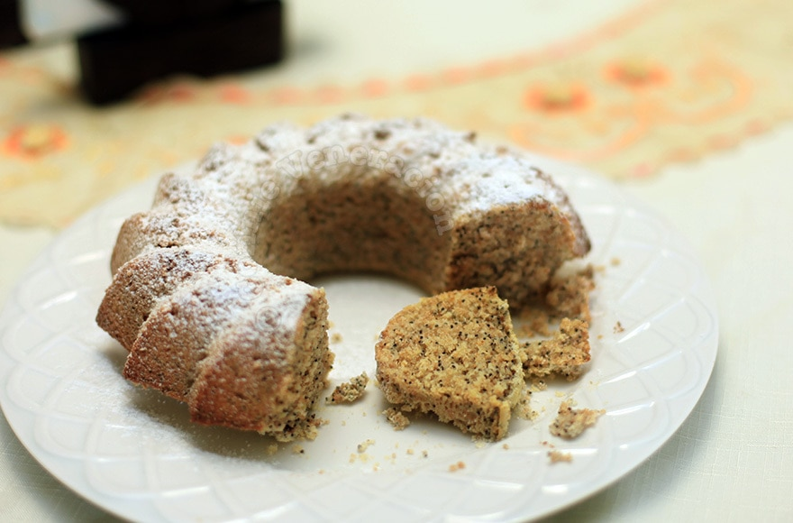 White chocolate, lemon and poppy seed cake | casaveneracion.com