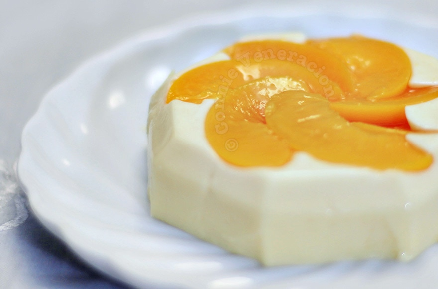 Holiday perfect dessert: panna cotta with peaches | casaveneracion.com