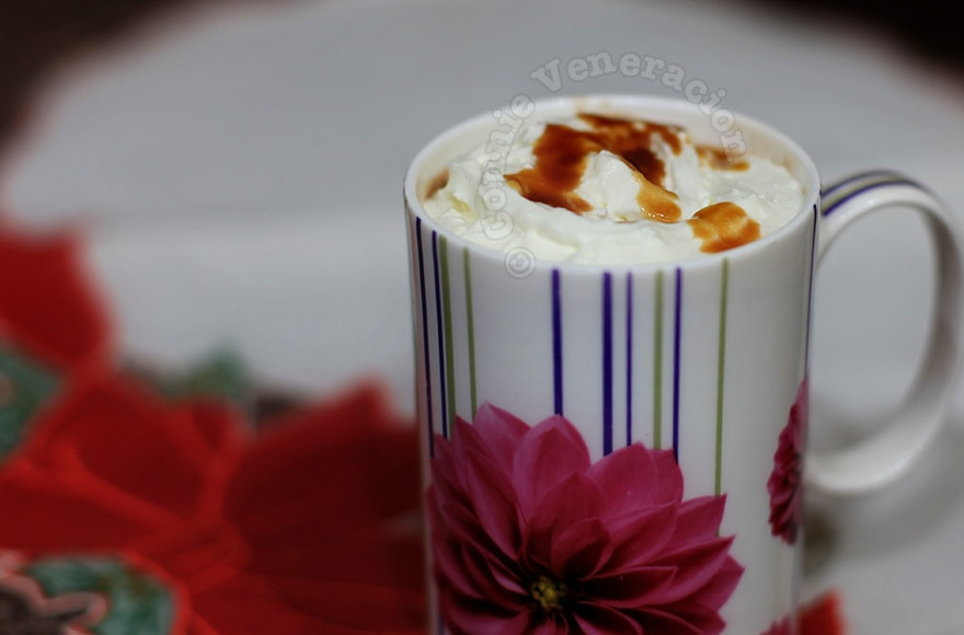 Hot chocolate with salted caramel | casaveneracion.com