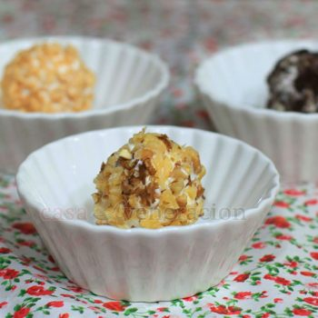 How to make ice cream balls crusted with nuts, puffed rice and crushed cookies