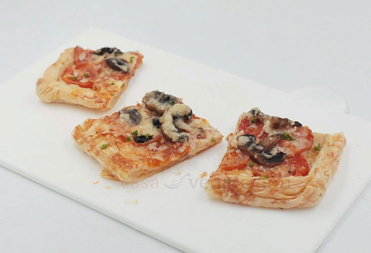 How to bake 2-cheese pizza with puff pastry crust