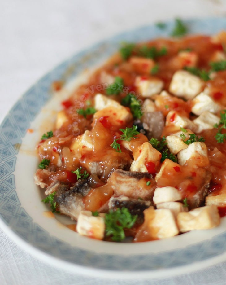 Fish Fillets and Tofu With Sweet Chili Pineapple Mango Sauce