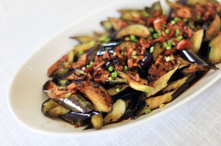Flash-fried eggplants with spicy soy-ginger sauce | casaveneracion.com
