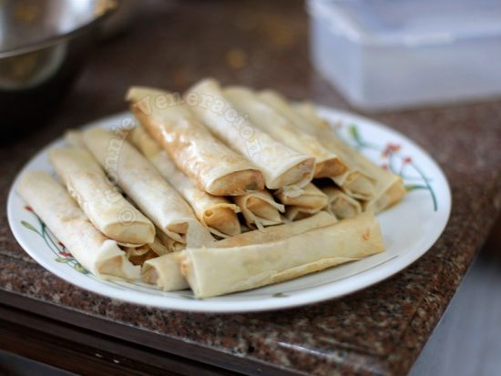 How to store uncooked spring rolls