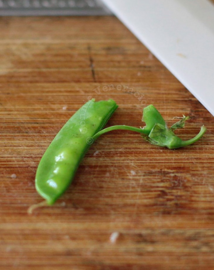 How to remove the fibrous string from a pea pod