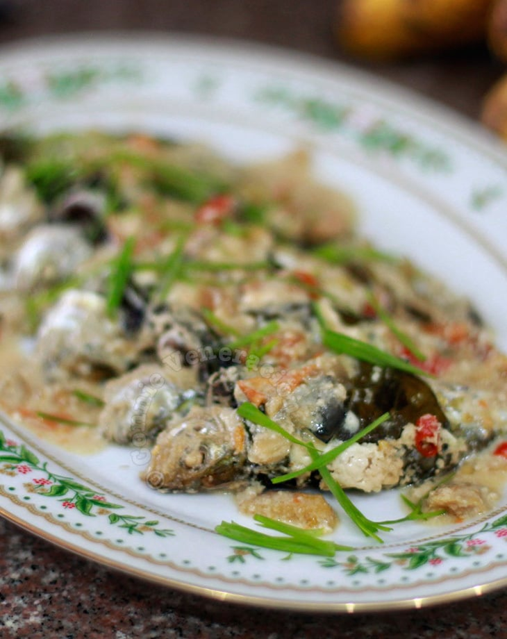 Pressure-cooked yellowstripe scad with coconut milk