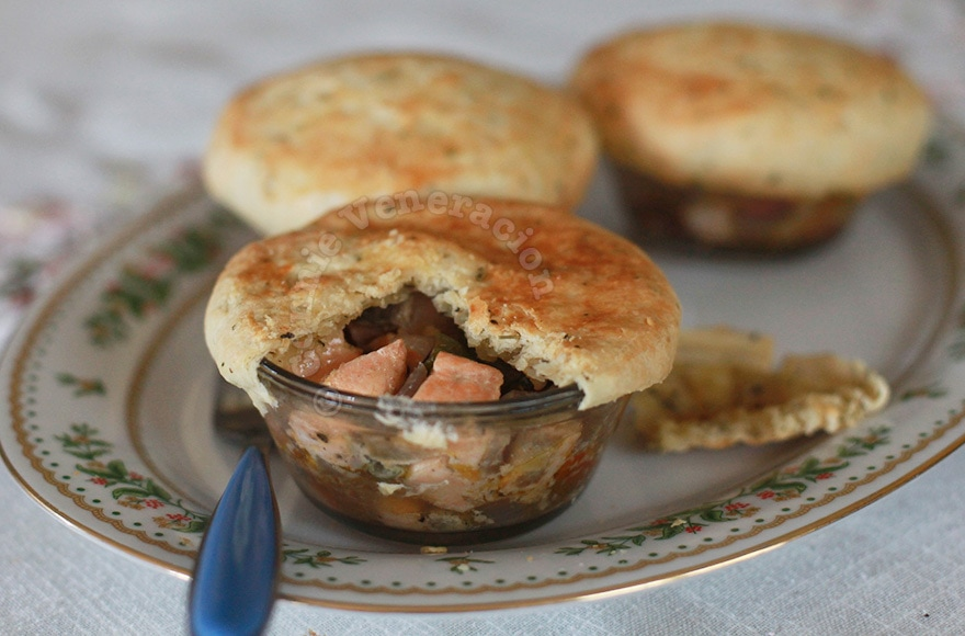 Salmon and Vegetables Pot Pies | casaveneracion.com