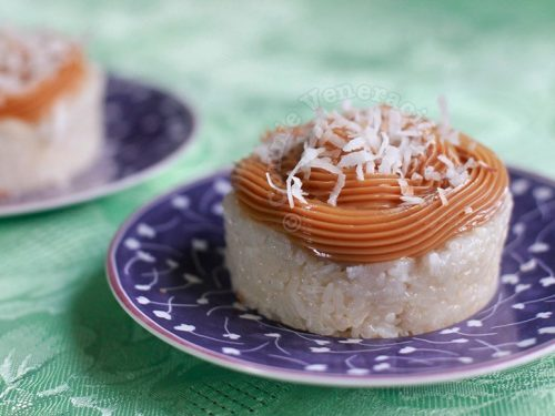Sticky rice mold with dulce de leche and toasted coconut topping