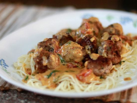 Meatballs and pasta with tomato-cream sauce