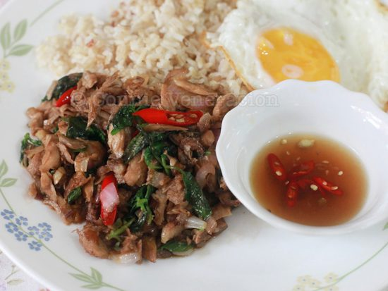 Phat Kaphrao (Thai Stir Fried Meat With Basil and Chili)