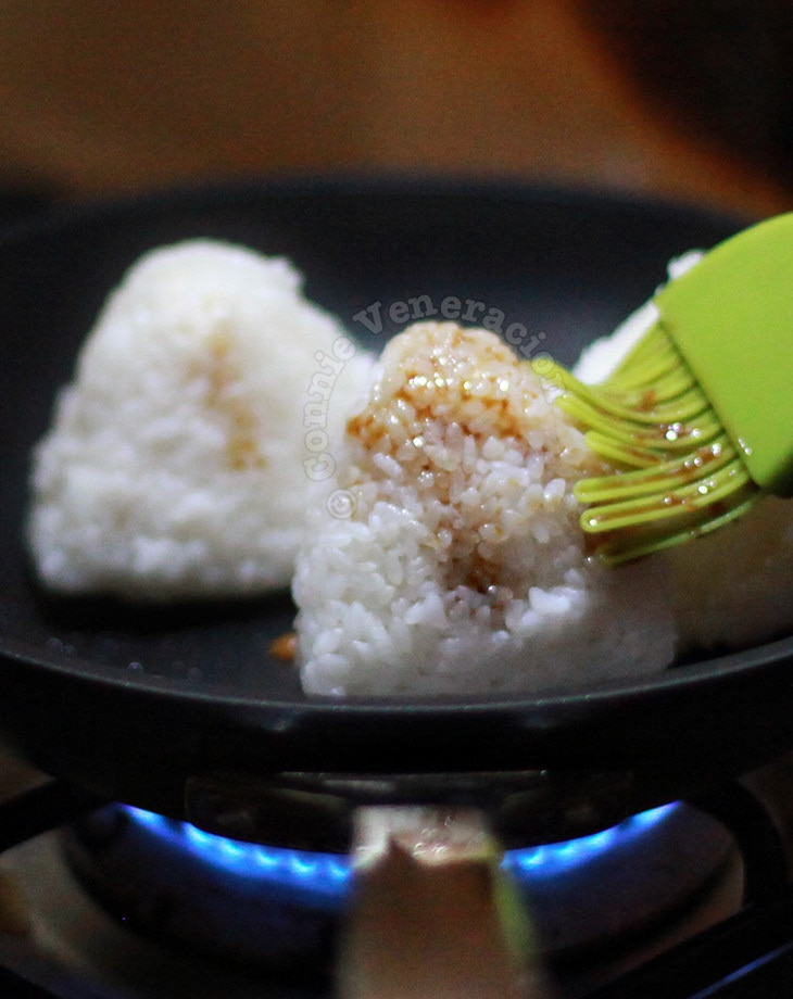 Yaki onigiri (grilled glazed rice ball)