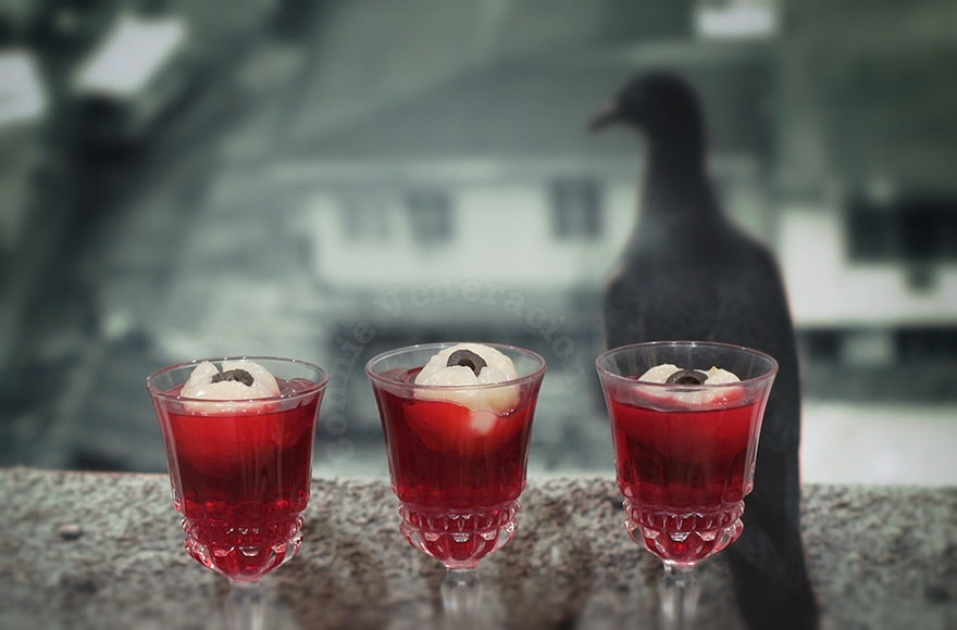 Jello Shots With Floating Eyeballs | casaveneracion.com