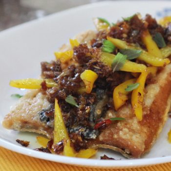Fried fish with spicy tamarind sauce (pla rad prig)