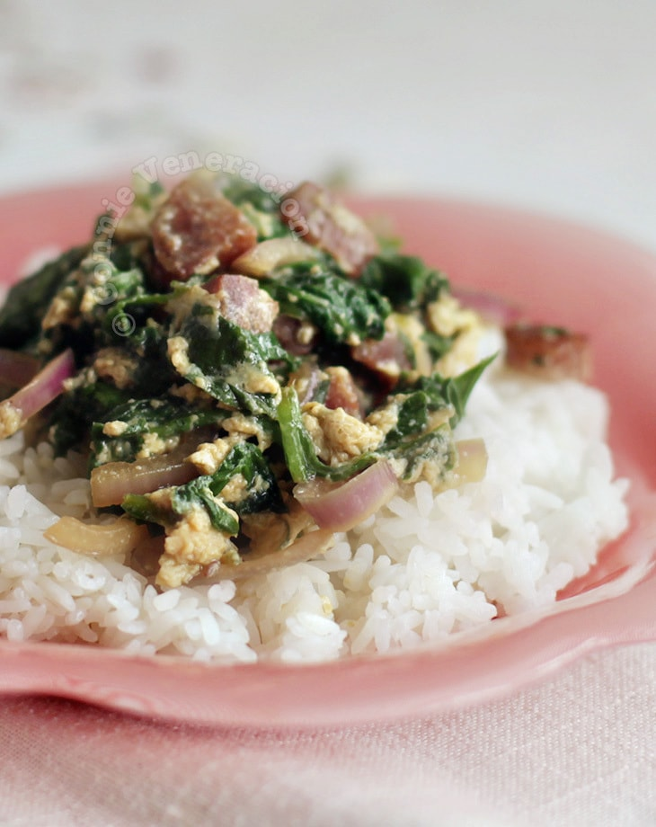 10-minute Chinese sausage, spinach and eggs stir fry