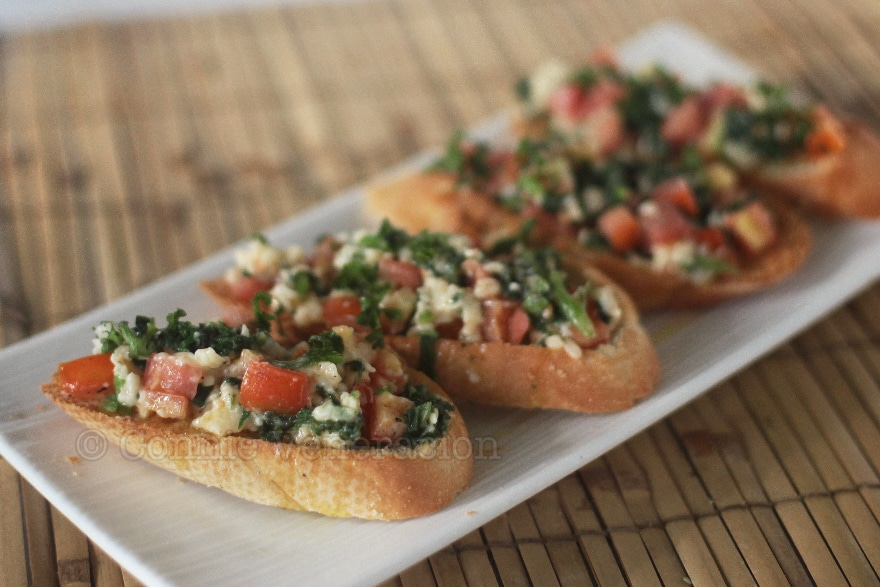 Bruschetta with spinach, tomato and cheese | casaveneracion.com