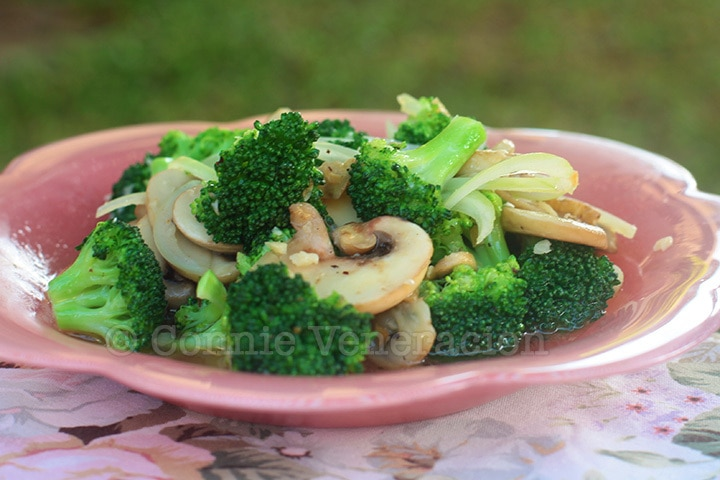 Vegan garlic mushrooms and broccoli