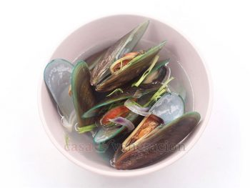 Gingered mussel soup