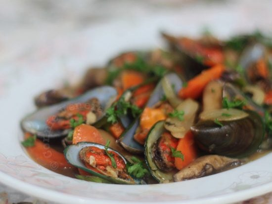 Stir fried mussels and shiitake mushrooms with oyster sauce