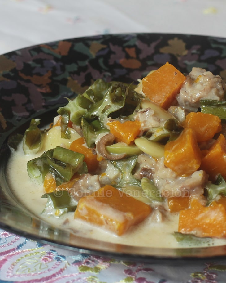 Sigarillas (winged bean), patani (lima bean) and squash in coconut milk