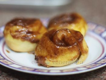 To make sticky buns, the baking pan is spread with the sticky ingredients which can be honey, syrup or a combination of butter and brown sugar, with or without cinnamon. The pieces of dough, with or without filling, are arranged in a single layer in the pan and baked.