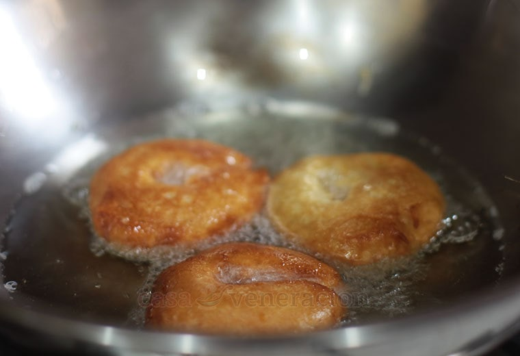 How to make apple fritters using fresh apple and pancake batter.