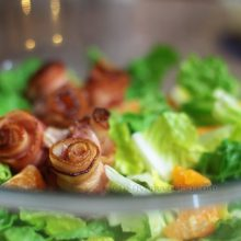 "Bacon ""roses"" salad"