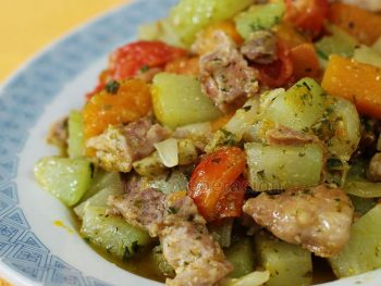 Pan-grilled chicken and vegetables with pesto