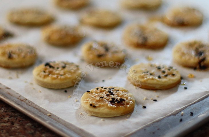 Honey and sesame seed biscuits
