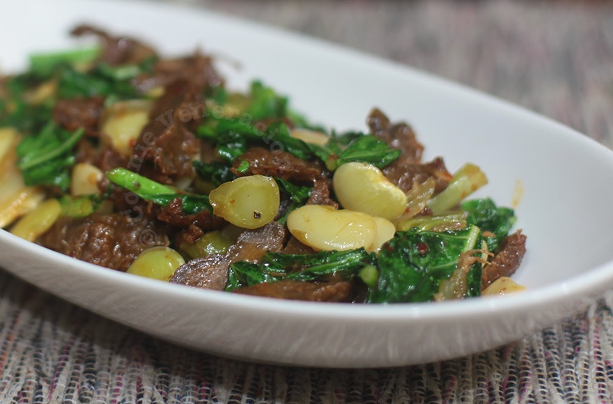 Vegetarian beef, lima beans and Chinese broccoli stir fry. Meatless and vegan. | casaveneracion.com