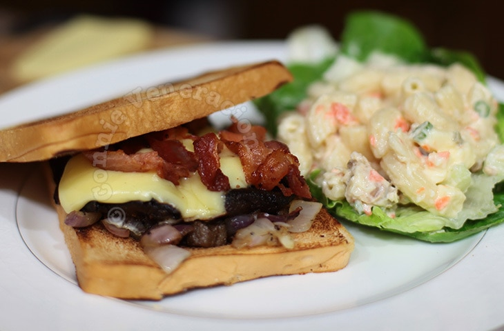 Portobello mushroom and bacon sandwiches | casaveneracion.com