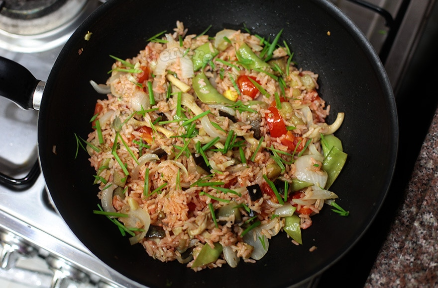 Masala rice with oyster mushrooms and vegetables | casaveneracion.com