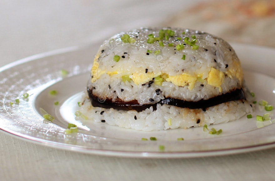 Sushi-style rice, eggs and teriyaki eggplants terrine | casaveneracion.com