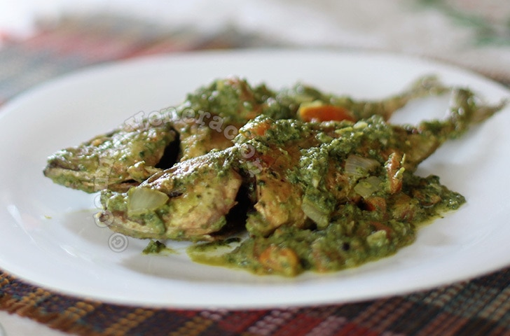 Fried fish with spinach sauce