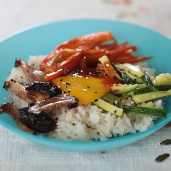 Bibimbap-style rice, vegetables and mushrooms