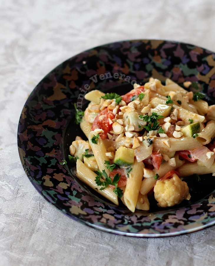 Pasta with mixed vegetables and yogurt
