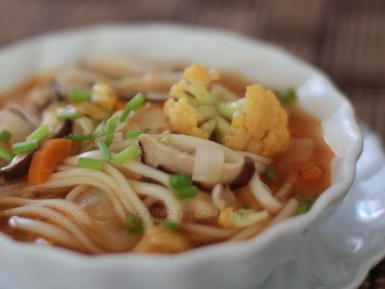 A bit sour and mildly hot, this easy version Korean spicy noodle soup, Jjampong-style, uses powdered dashi for the broth instead of boiling shellfish with kelp. In lieu of pork and shellfish, this soup has mushrooms. In short, except for the fish-based dashi, this is a meatless dish.