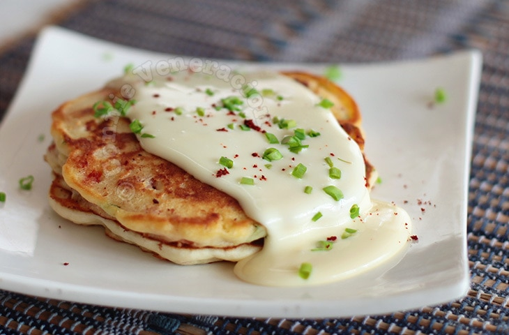 Bacon and pepper pancakes with cheese sauce | casaveneracion.com