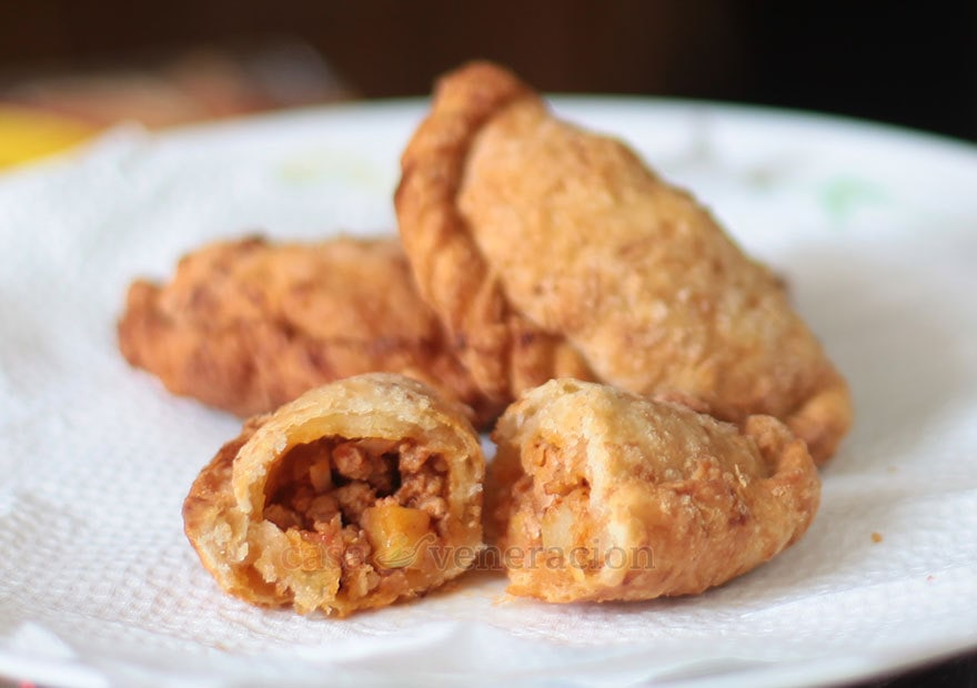 I like baked empanadas but I LOVE fried empanadas. The secret to perfect fried empanadas? First, double seal the edges of the crust to avoid bursting. Second, chill the filled dough before frying. Third, make sure that the oil temperature is correct.