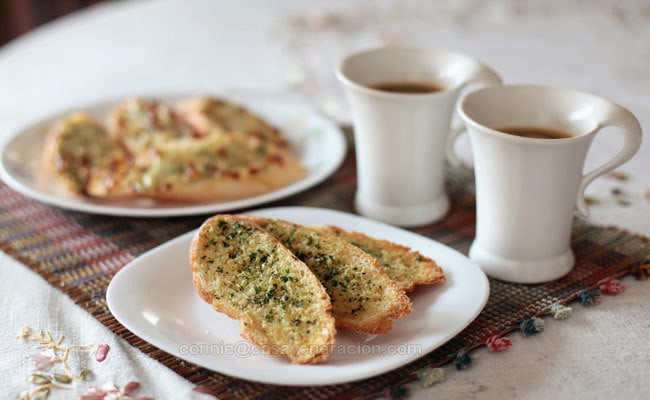 casaveneracion.com Herb-garlic butter breakfast toast