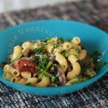Macaroni in cream sauce with bacon, mushrooms and asparagus