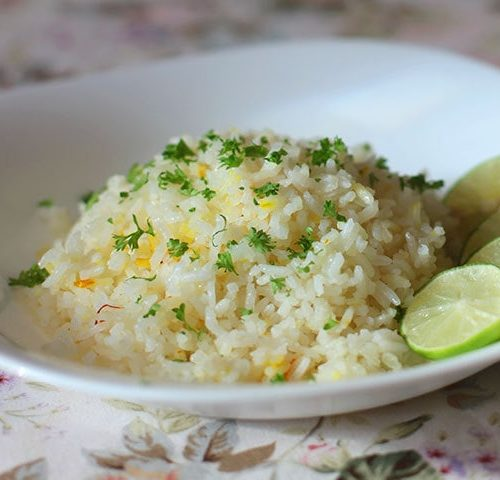 To cook garlic and saffron rice, cook the rice in bone broth with a pinch of saffron threads and plenty of garlic. Fluff up with a fork. Ladle into shallow bowls. Sprinkle with chopped parsley. Squeeze lime juice (lemon or kalamansi will work too) over the rice, stir and enjoy.